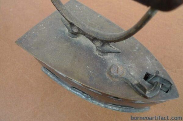 ANTIQUE VINTAGE 175mm IRON Shirt T-shirt Ironing Brass Bronze Old School Tool