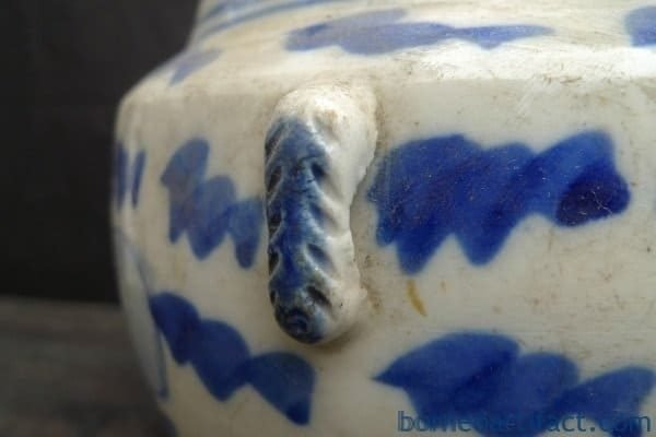 ANTIQUE KAMCHENG Blue & White Sweet Pea Pattern Baba Nyonya