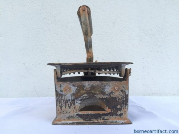 SELLING CHEAP VINTAGE 170mm Iron Shirt T-shirt Ironing Brass Bronze Old School Tool